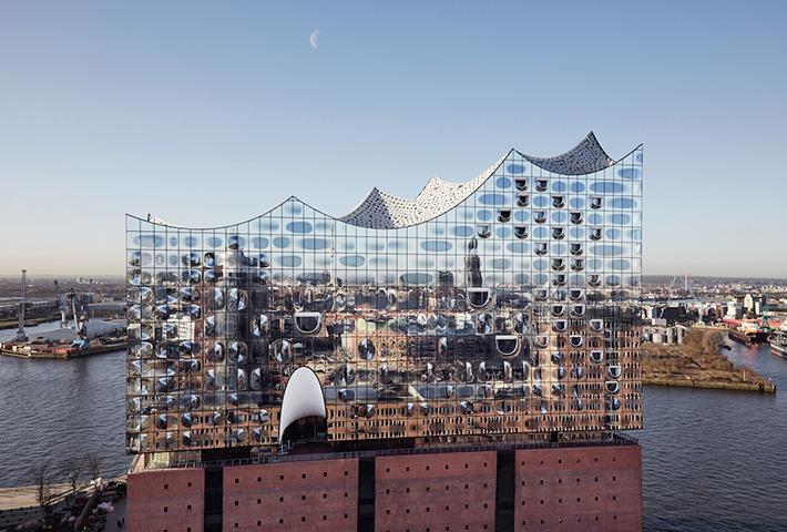 Herzog & de Meuron Designs Hamburg's Elbphilharmonie