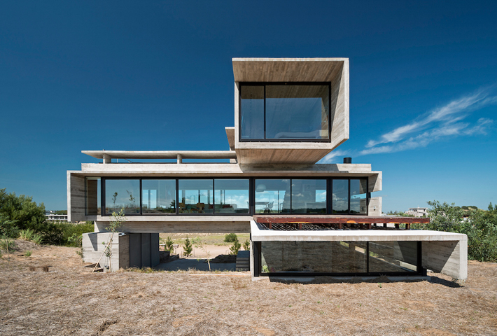 A Golf House In Buenos Aires