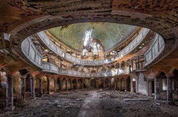 abandoned decay chapel
