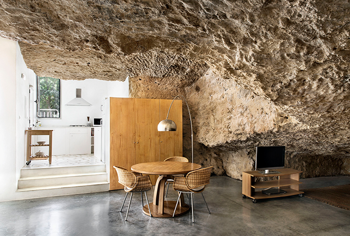 The Cuevas del Pino By UMMO Estudio