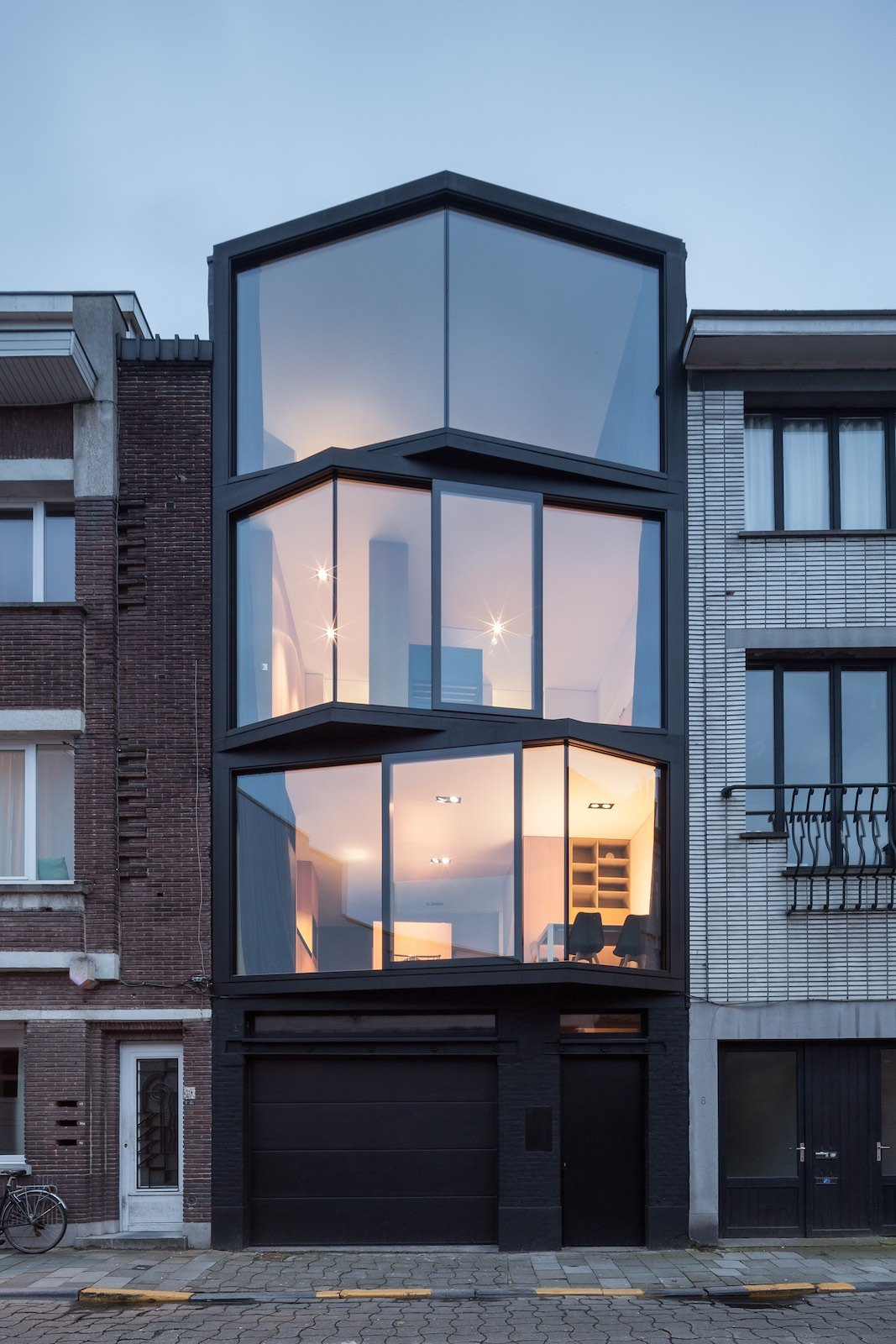 Abeel house by steven vandenborre miass architectuur for House behind a house designs