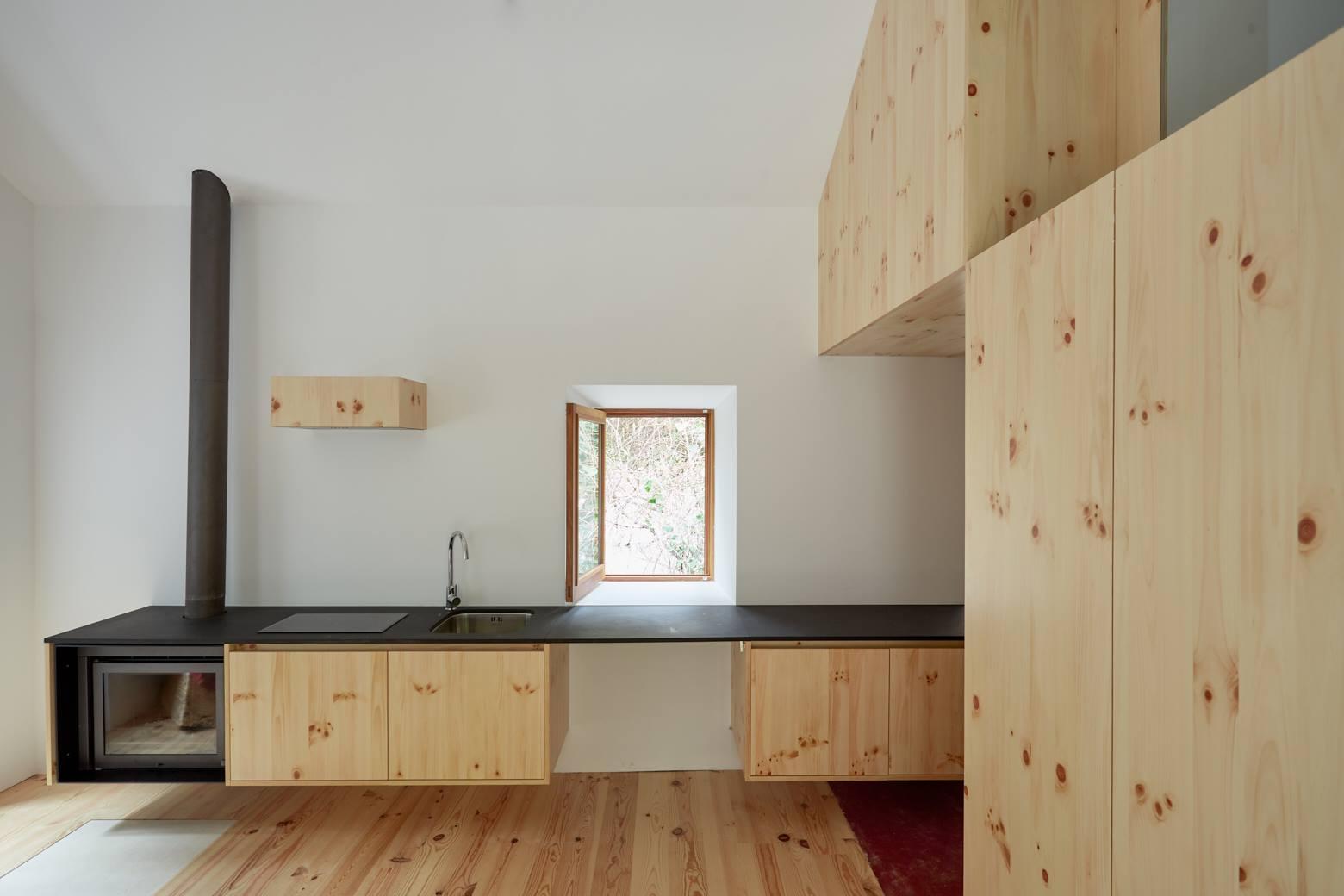 Architecture_Bruno_Lucas_Dias_Watermill_on_the_Crag_13
