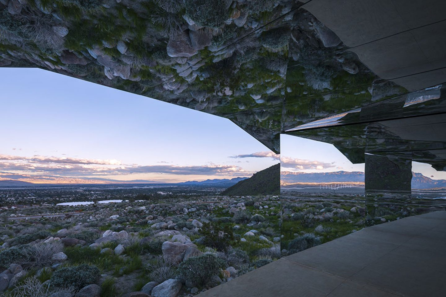 Art_Doug_Aitken_Mirrored_Mirage_3