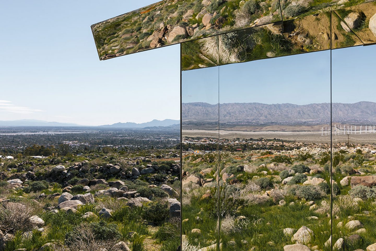 Art_Doug_Aitken_Mirrored_Mirage_6