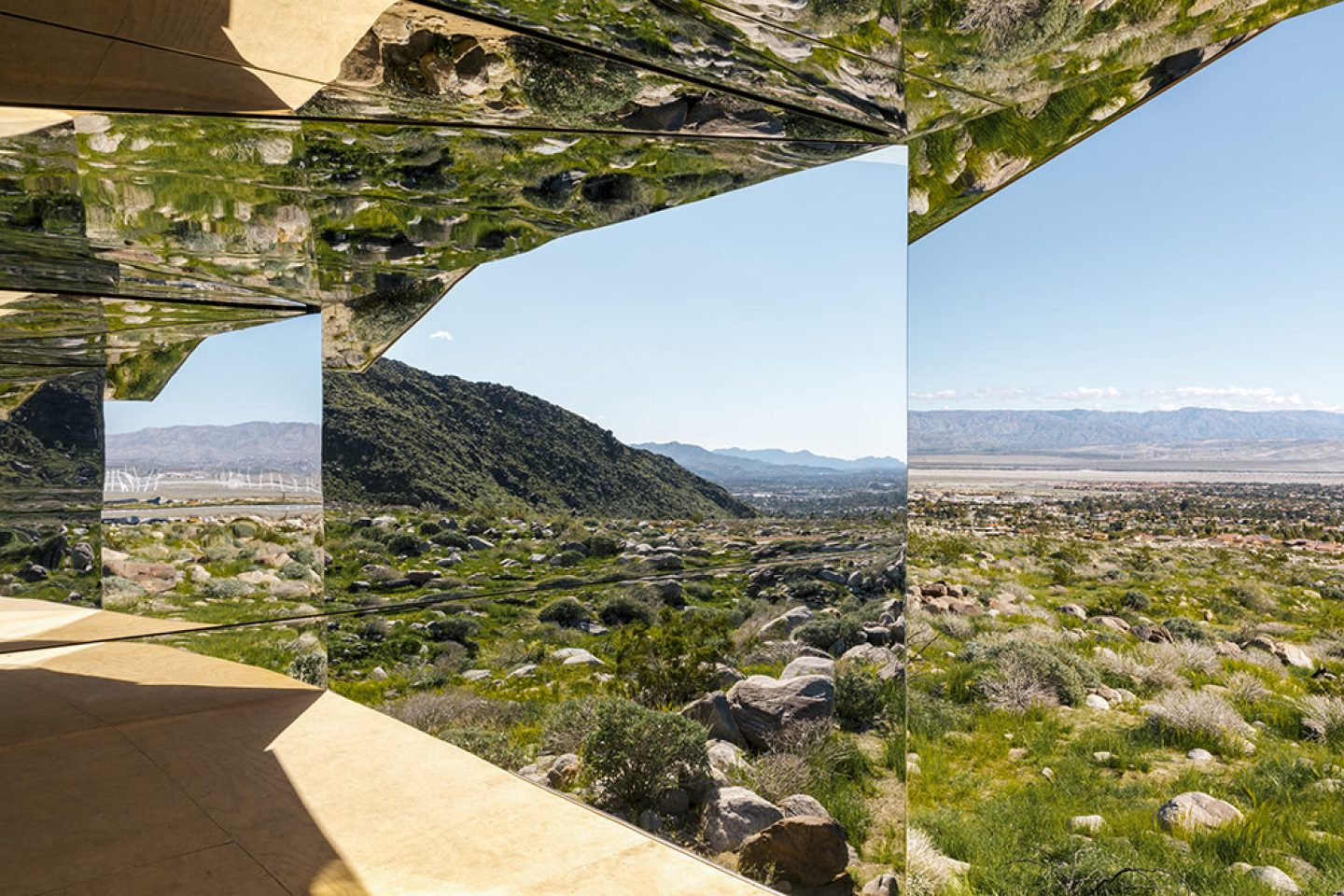Art_Doug_Aitken_Mirrored_Mirage_7