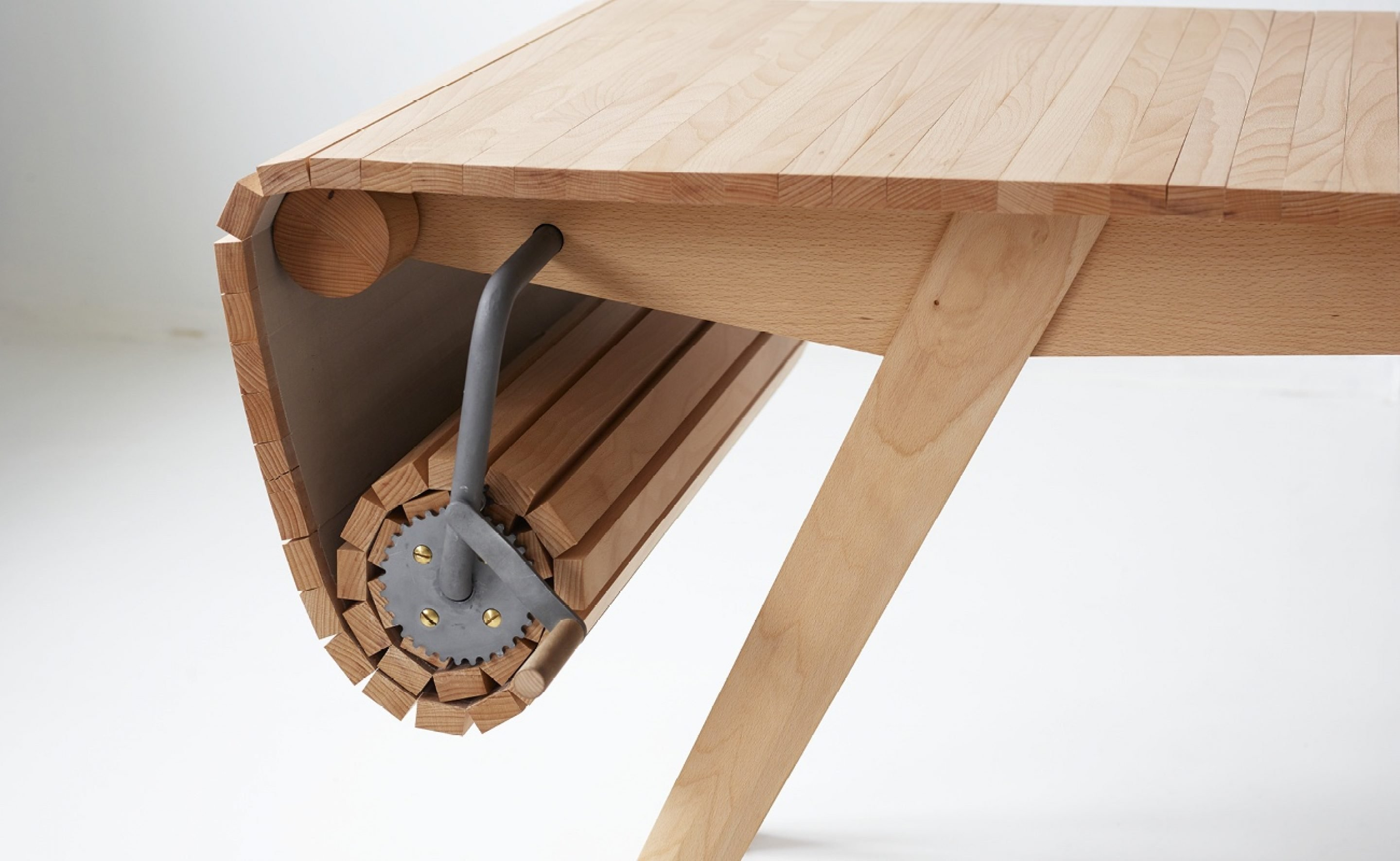 Design_Roll-out_Table_Marcus_Voraa_IGNANT_3
