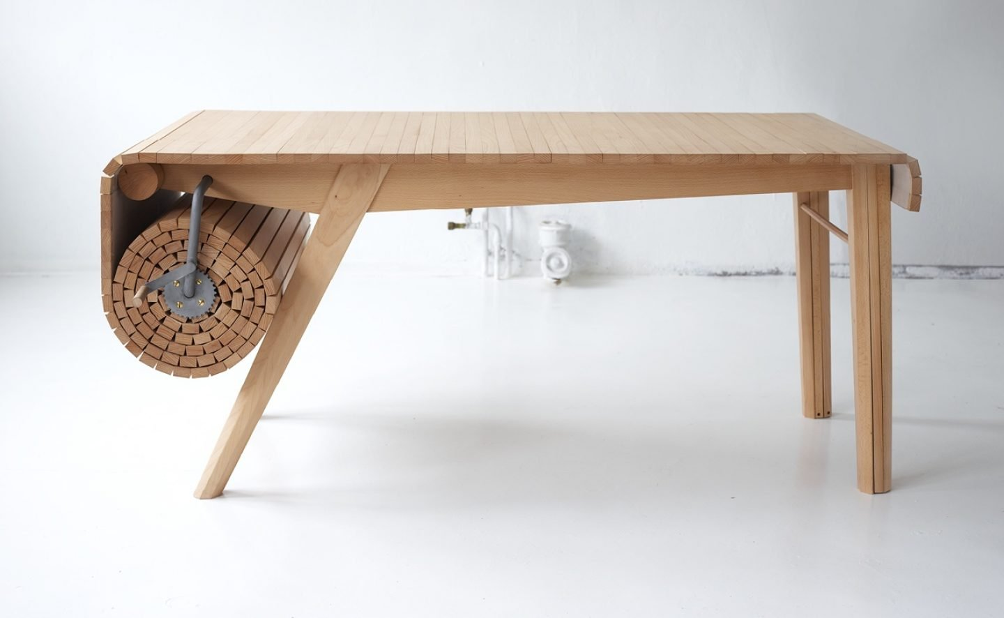 Design_Roll-out_Table_Marcus_Voraa_IGNANT_5