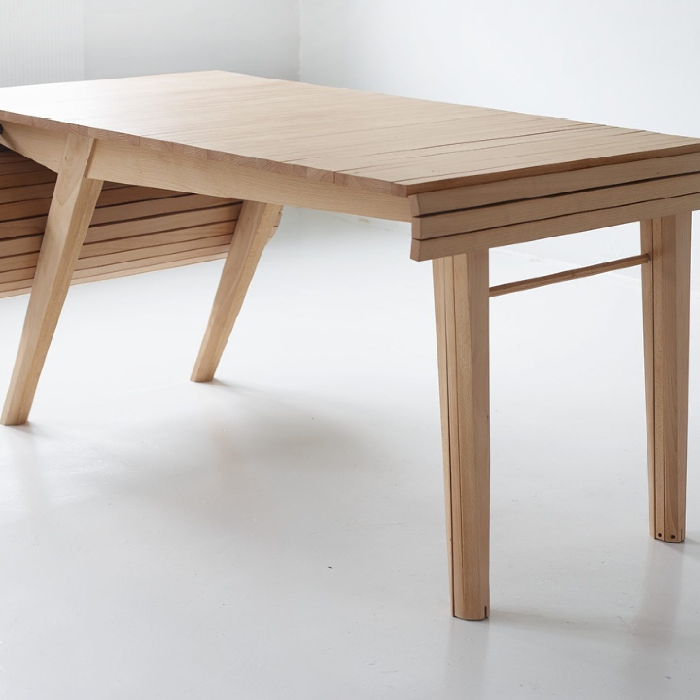 Design_Roll-out_Table_Marcus_Voraa_IGNANT_6