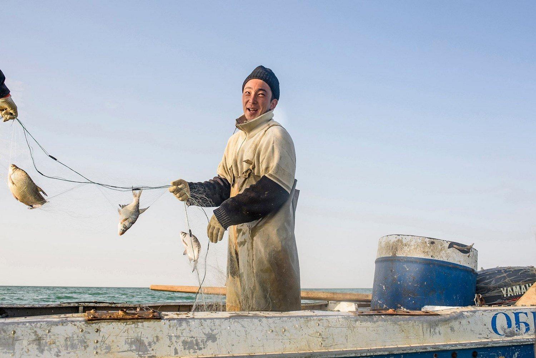 Portrait of a fisherman working.Portrait d'un pêcheur travaillant.