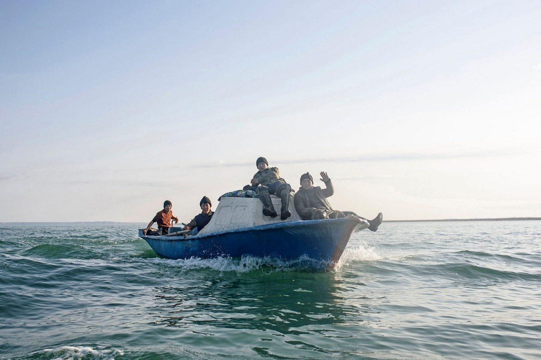 A group of Kazakh fishermen on a boat.Un groupe de pêcheurs Kazakh sur un bateau.