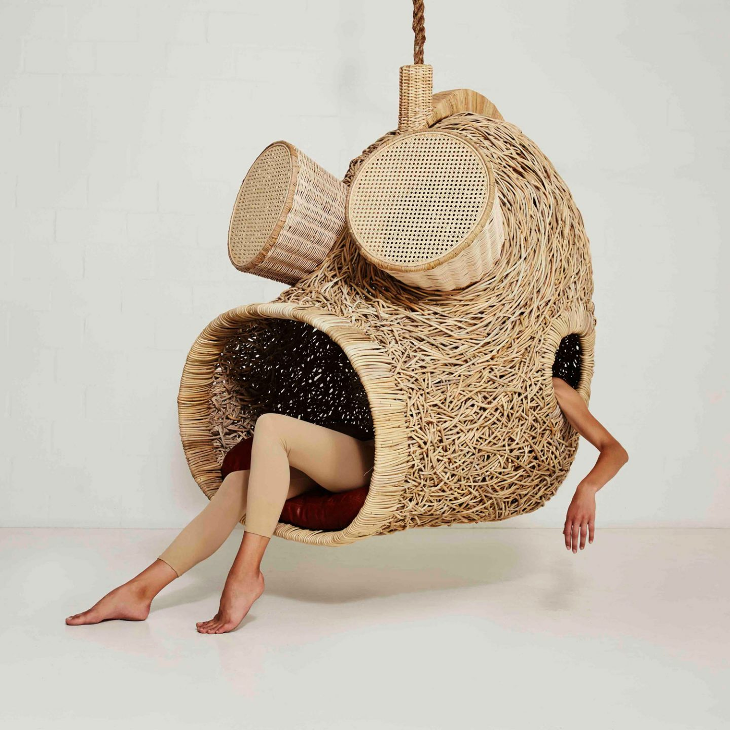 ignant_design_Suspended-Sofas-Cocoons-and-Nests-by-Porky-Hefer_001