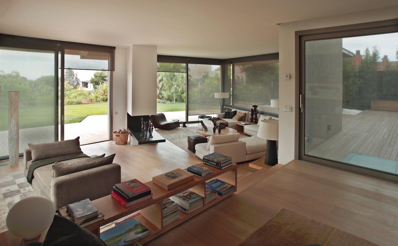 A family home overlooking barcelona by bc estudio for Design hotel hofgut