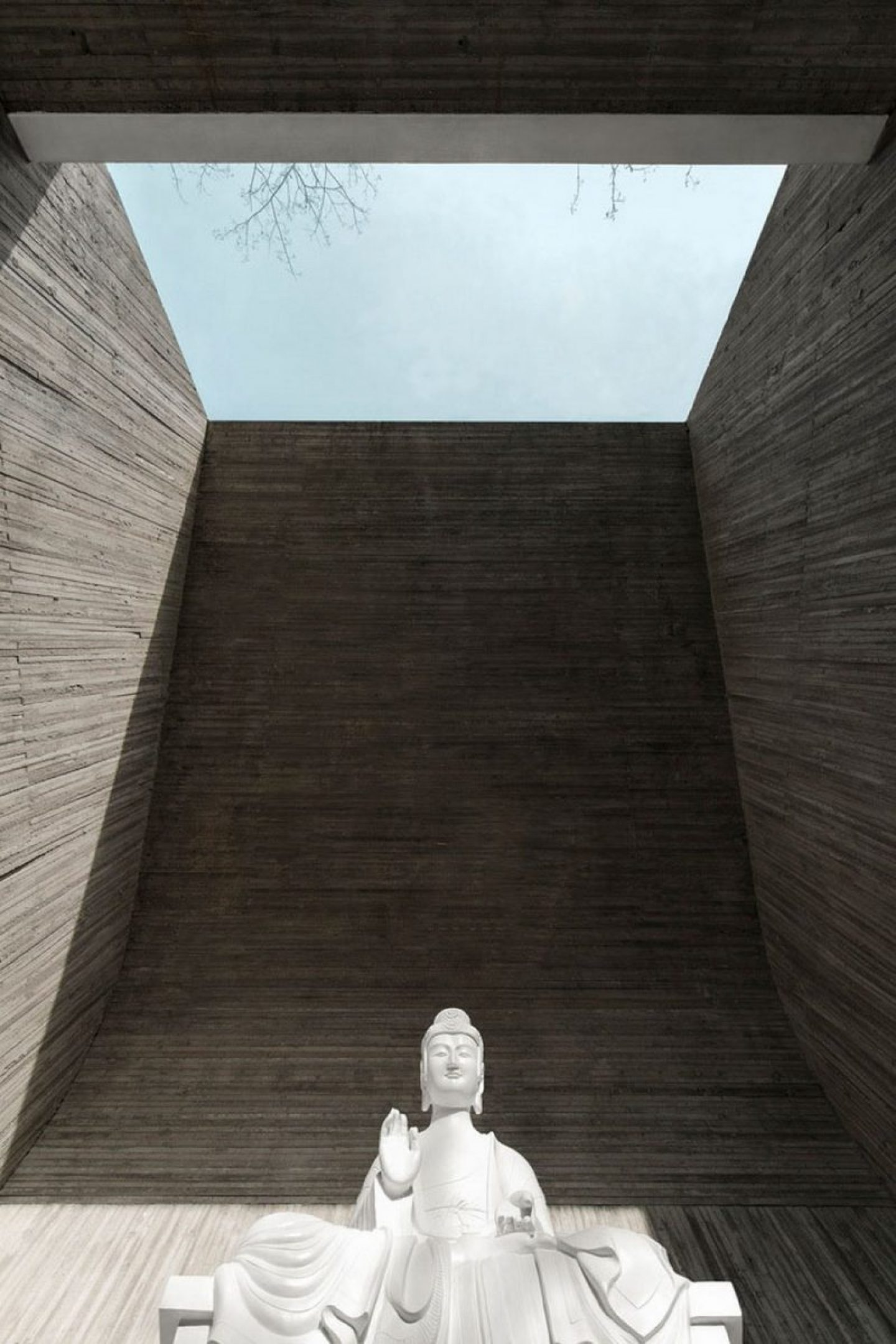 iGNANT_ ARCHSTUDIO_Waterside_Buddha_Tea_House (4)