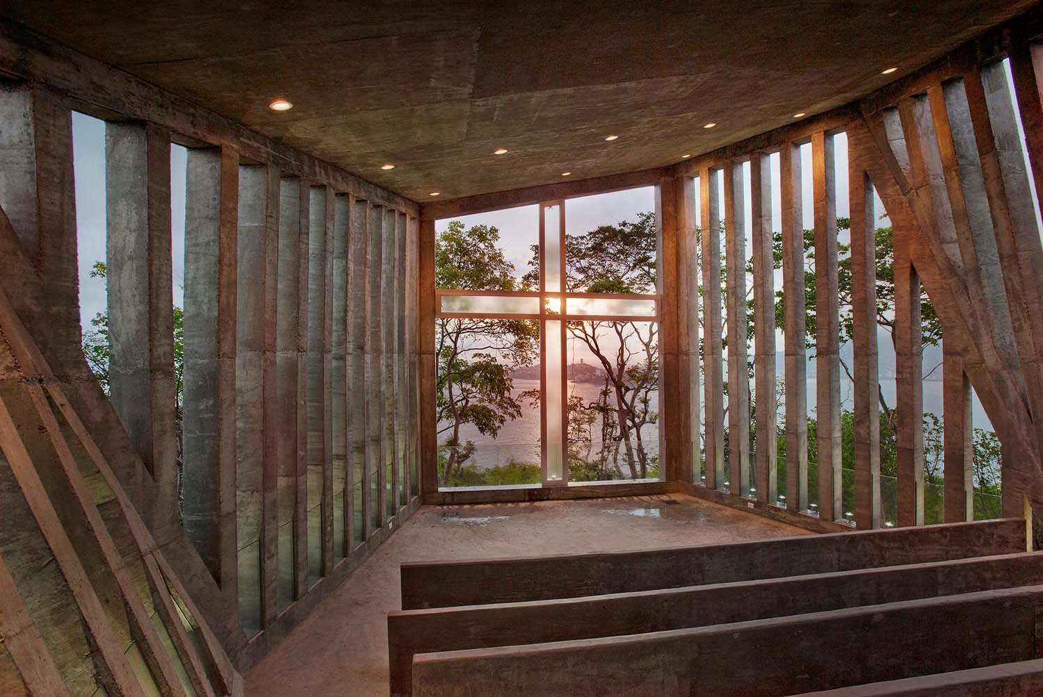 iGNANT_Architecture_Bunker_Arquitectura_Sunset_Chapel_02