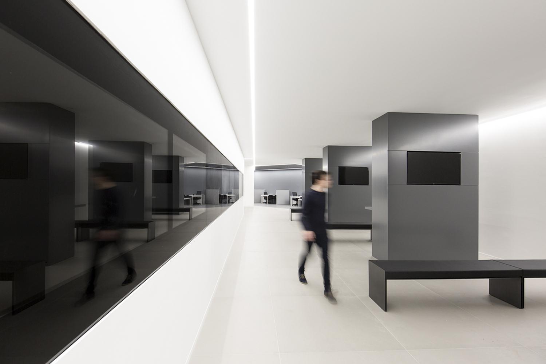 A slick monochrome office by fran silvestre arquitectos - Fran silvestre arquitectos ...