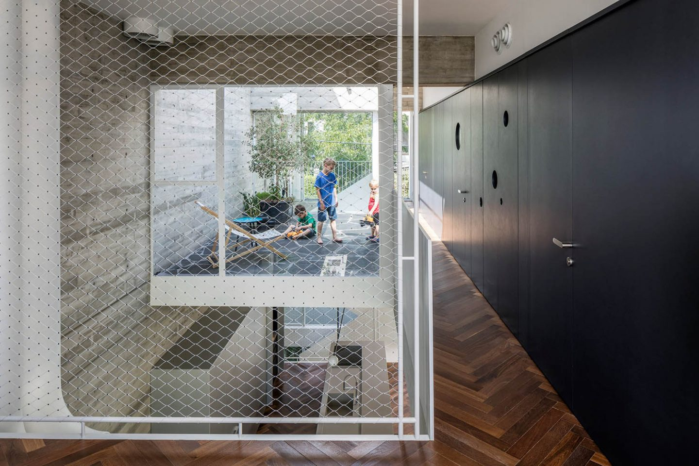 iGNANT_Architecture_3322_Studio_The_Suspended_Patio_House_8