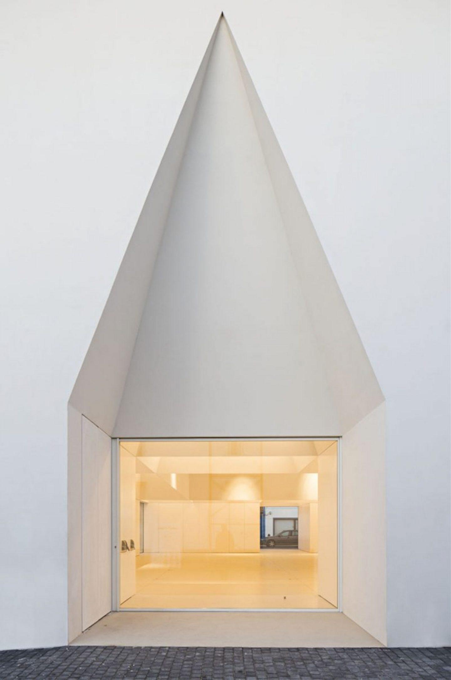 iGNANT_Architecture_Aires_Mateus_Monolithic_Meeting_Center_02