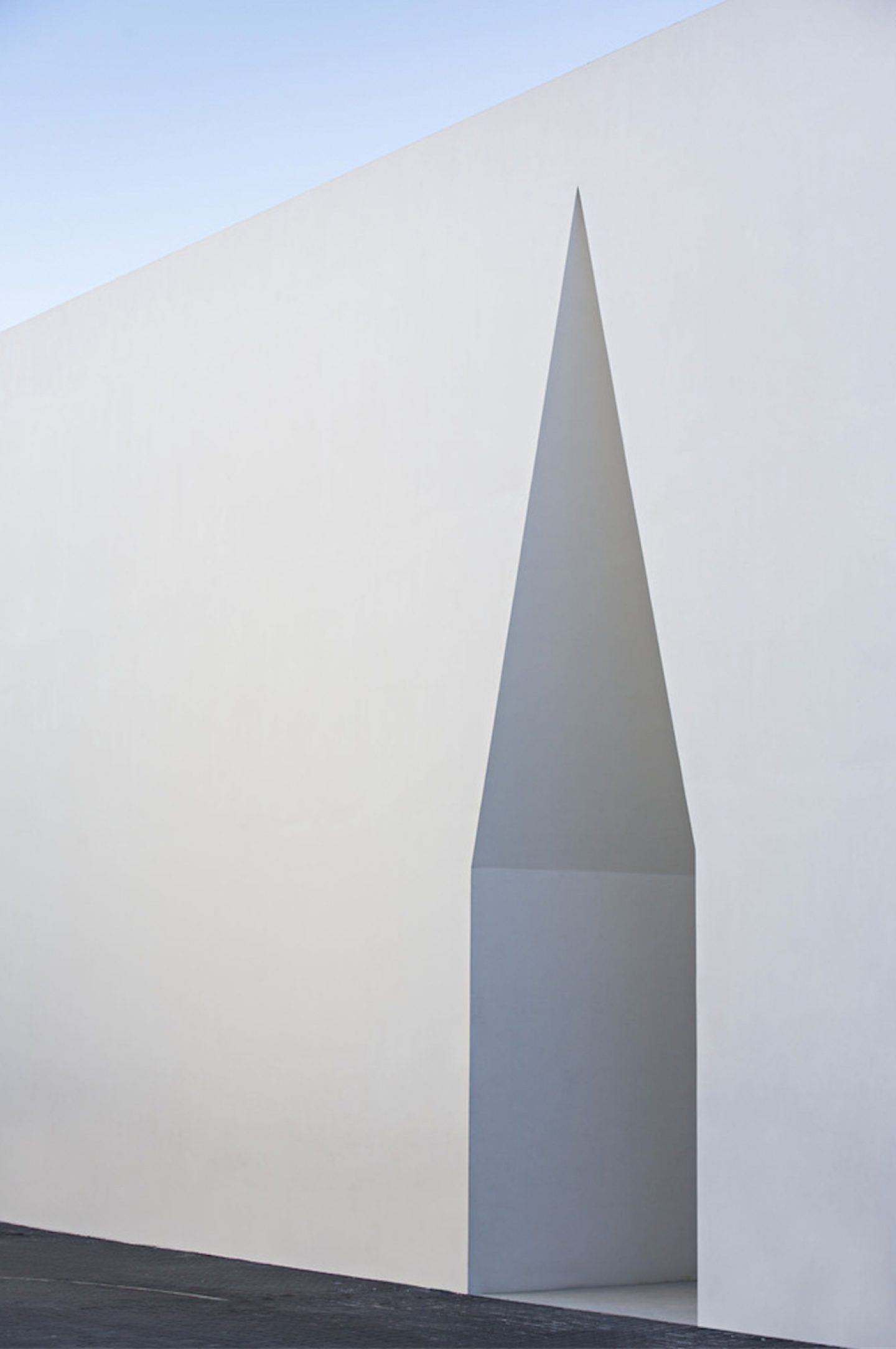 iGNANT_Architecture_Aires_Mateus_Monolithic_Meeting_Center_05