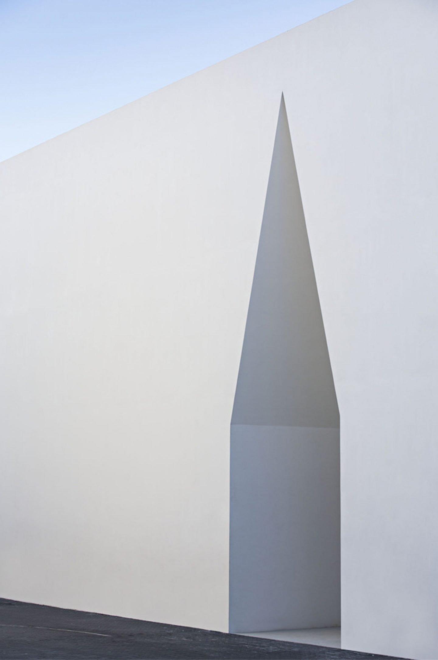 iGNANT_Architecture_Aires_Mateus_Monolithic_Meeting_Center_05