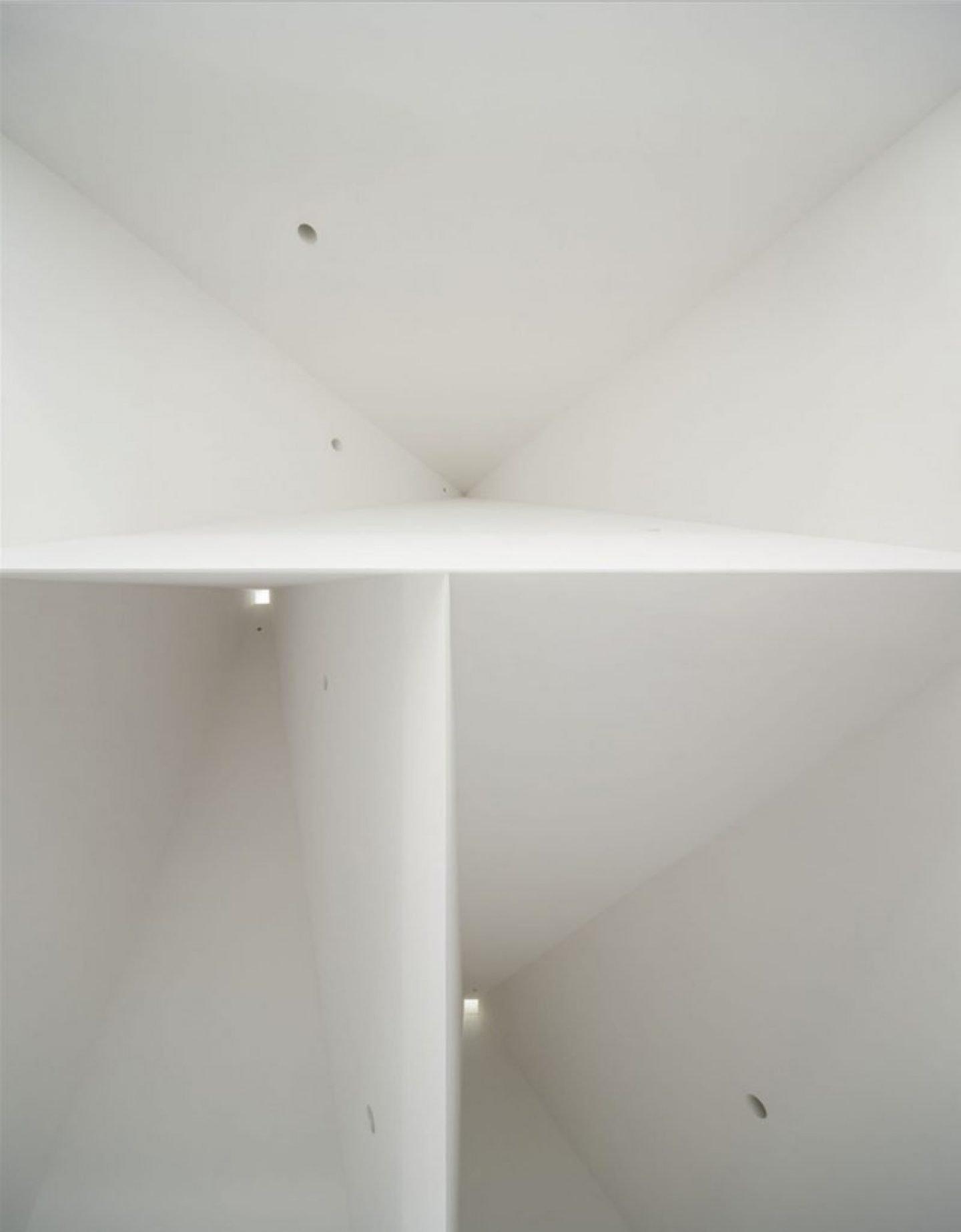 iGNANT_Architecture_Aires_Mateus_Monolithic_Meeting_Center_08
