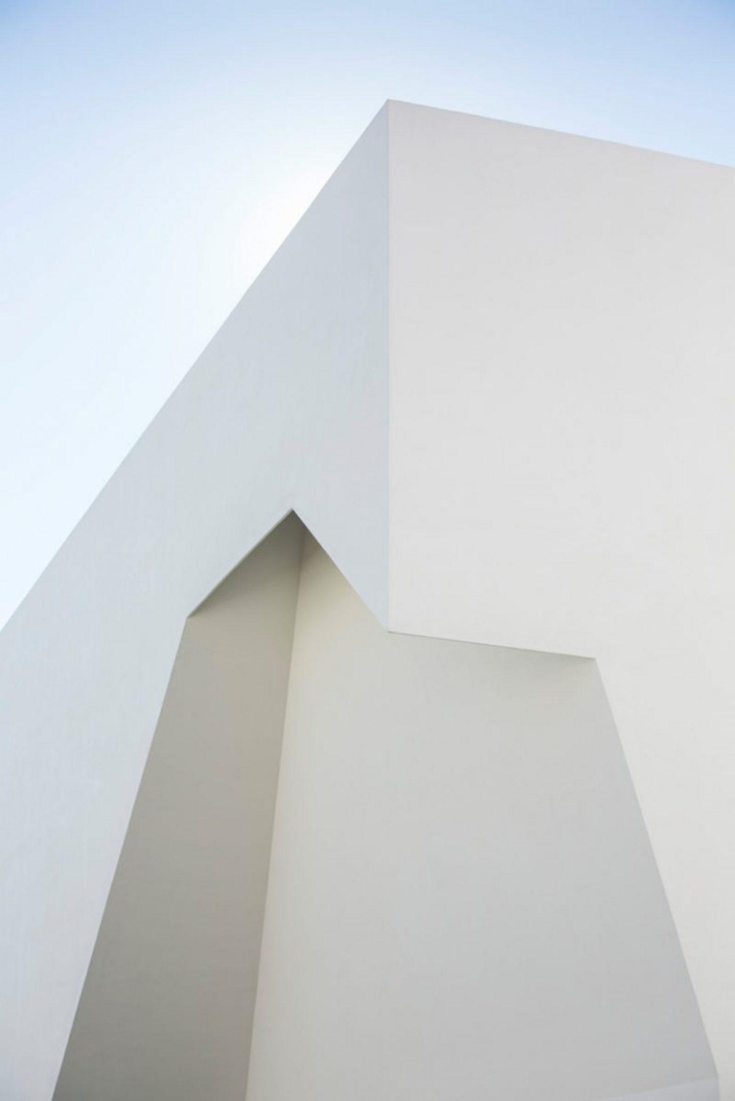 iGNANT_Architecture_Aires_Mateus_Monolithic_Meeting_Center_Grandola_02