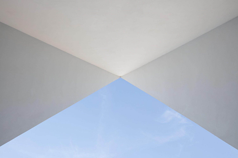 iGNANT_Architecture_Aires_Mateus_Monolithic_Meeting_Center_Grandola_04