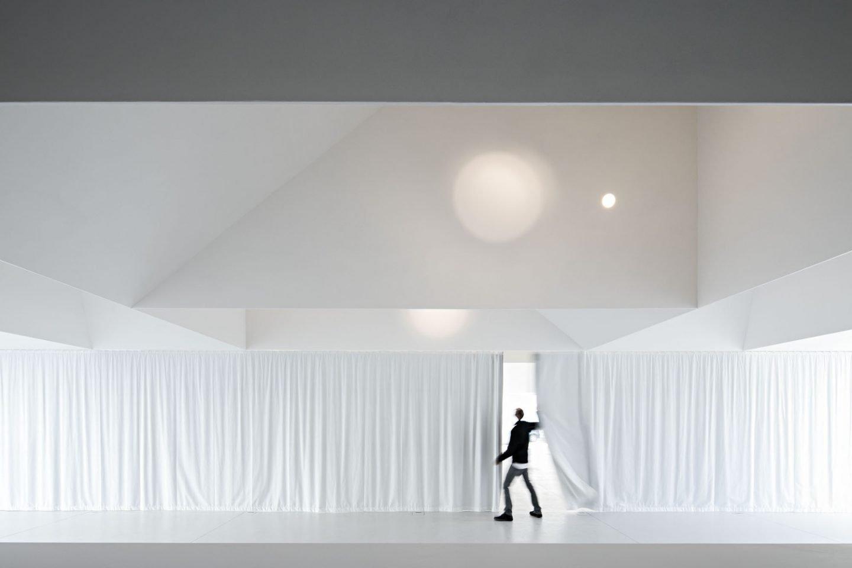iGNANT_Architecture_Aires_Mateus_Monolithic_Meeting_Center_Grandola_05