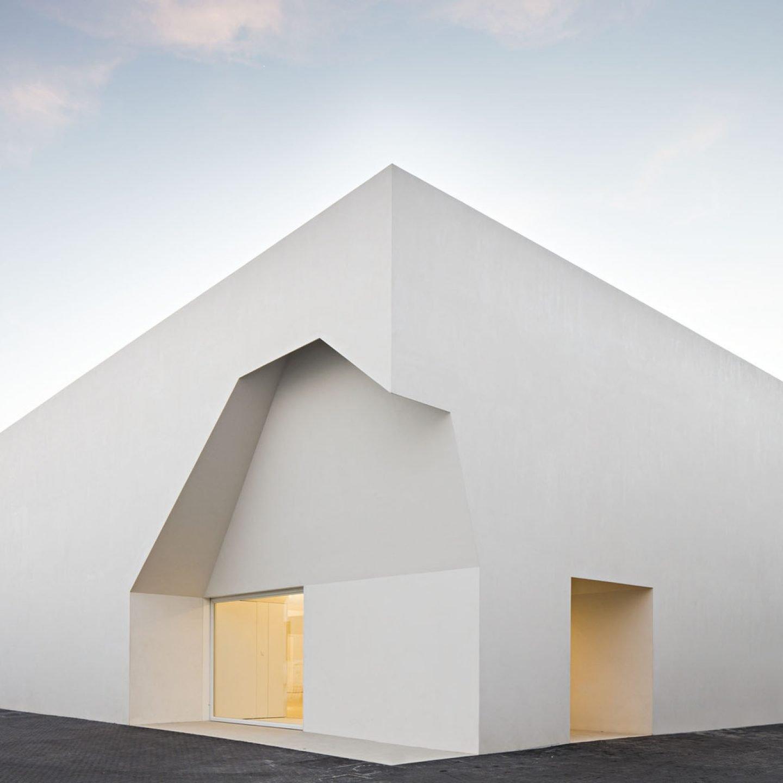iGNANT_Architecture_Aires_Mateus_Monolithic_Meeting_Center_Grandola_3