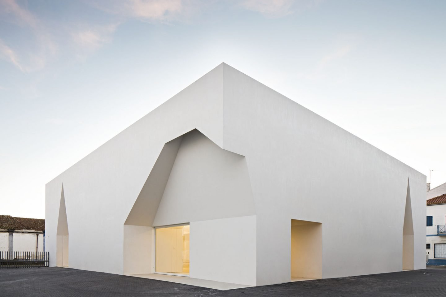 iGNANT_Architecture_Aires_Mateus_Monolithic_Meeting_Center_Grandola_3