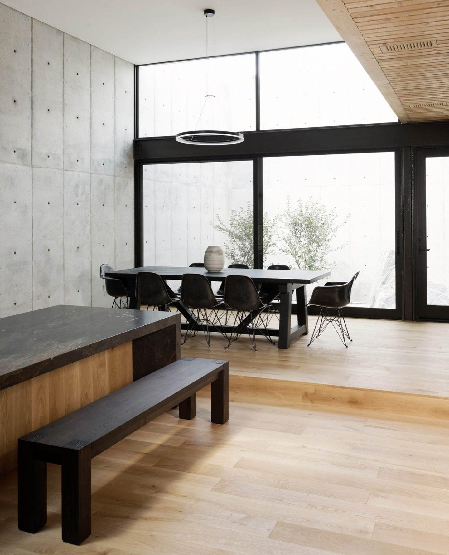 iGNANT_Architecture_Robertson_Design_Concrete_Box_House_15
