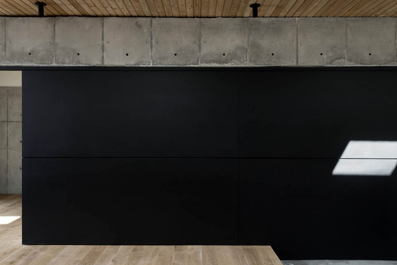 iGNANT_Architecture_Robertson_Design_Concrete_Box_House_26
