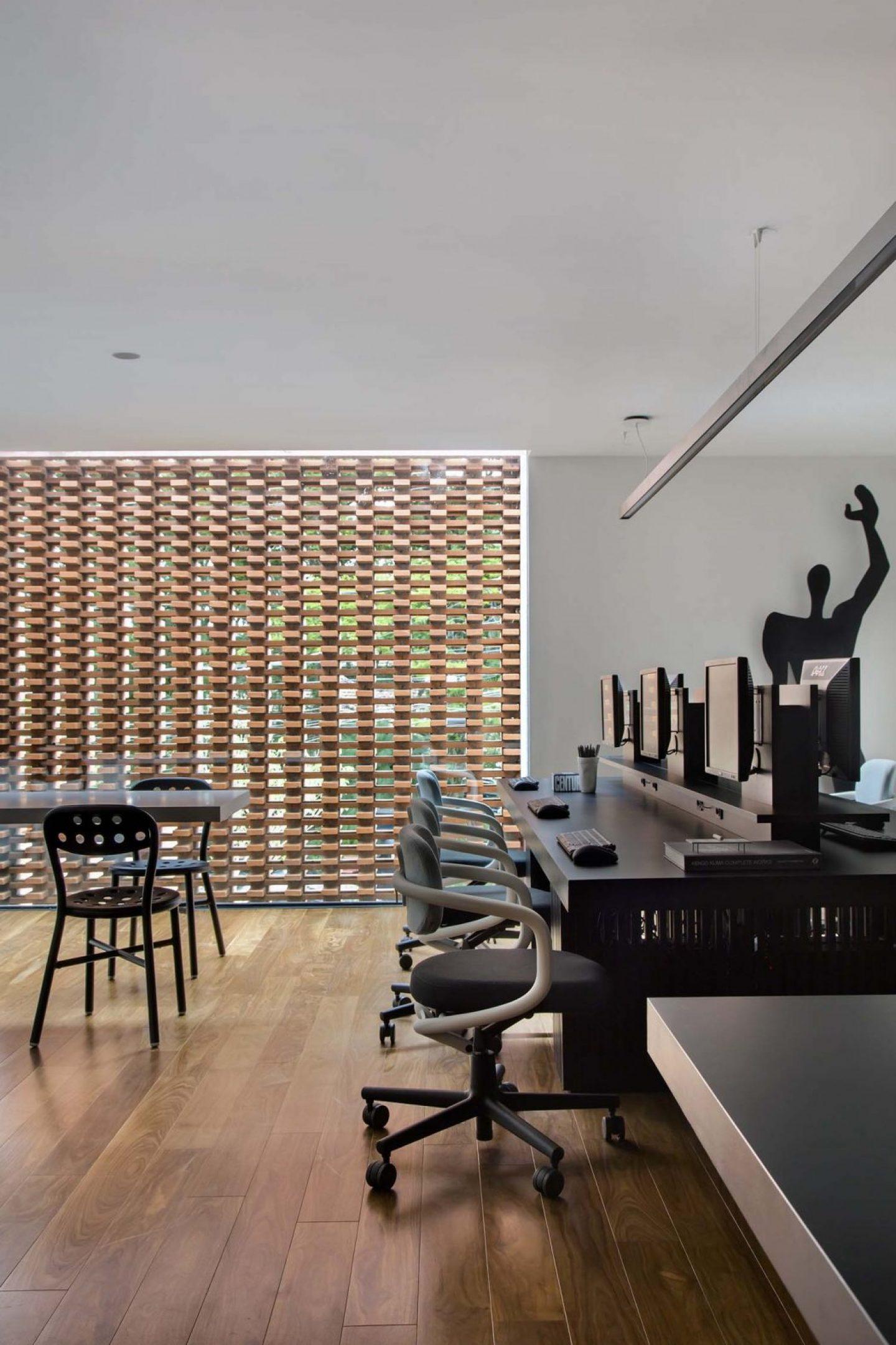 iGNANT_Architecture_Studio_Guilherme_Torres_Office_11
