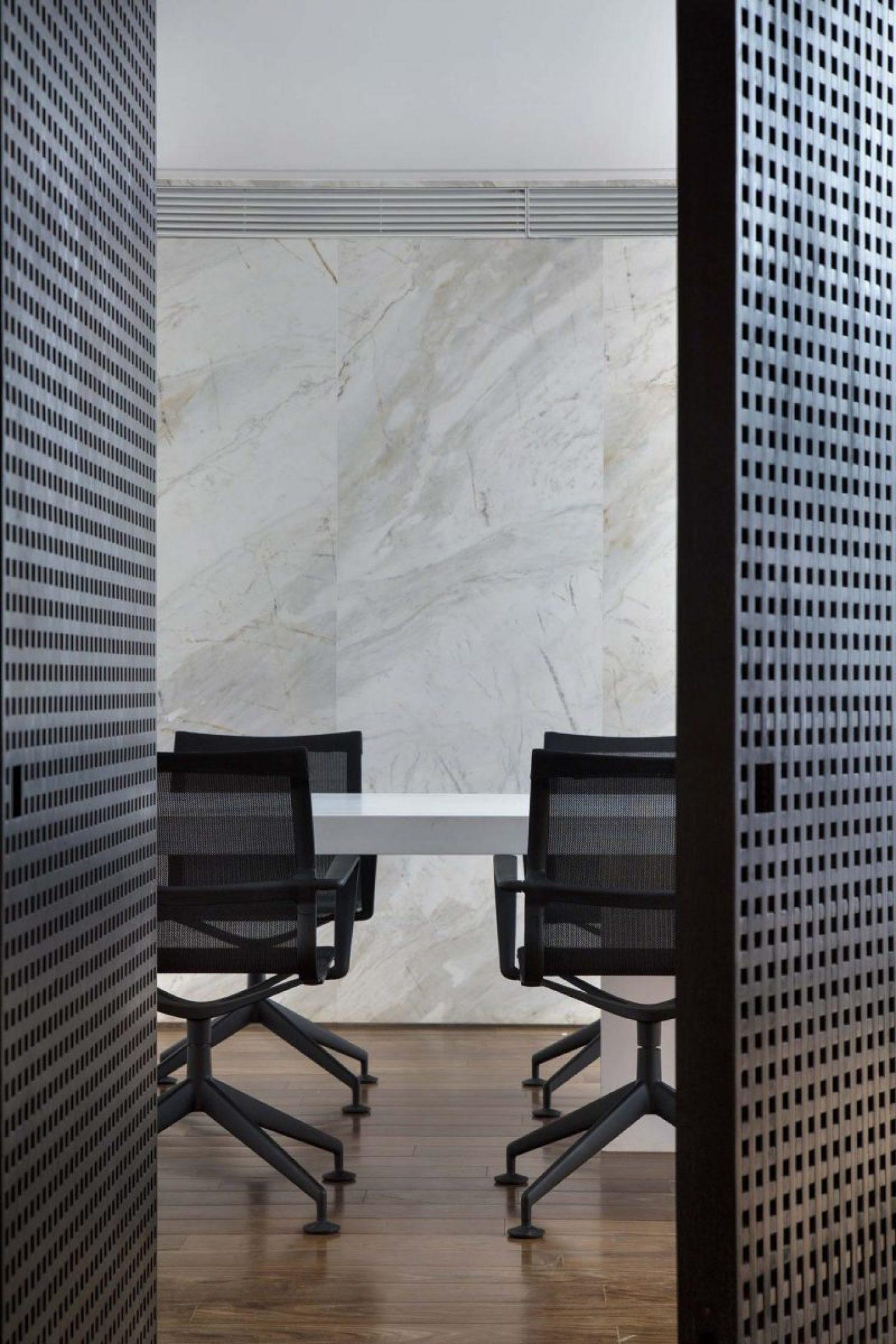 iGNANT_Architecture_Studio_Guilherme_Torres_Office_9