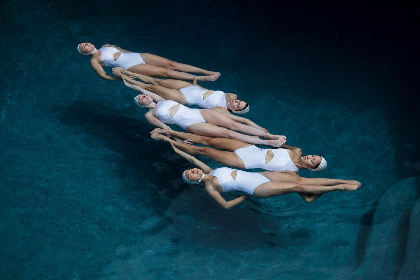 iGNANT_Photography_Emma_Hartvig_The_Swimmers_1