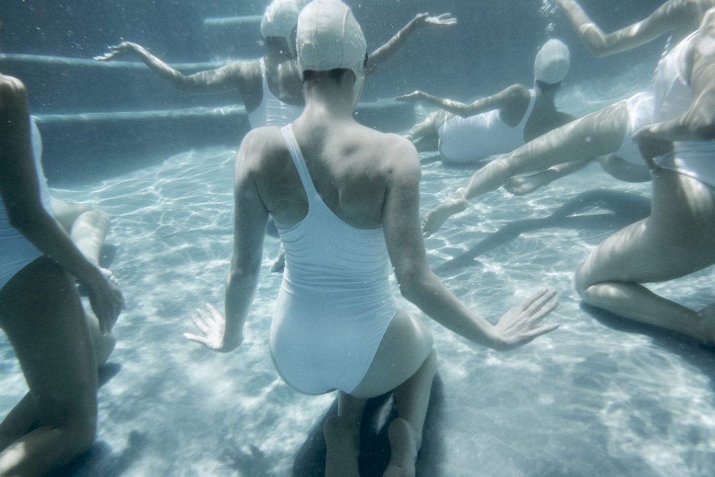 iGNANT_Photography_Emma_Hartvig_The_Swimmers_3