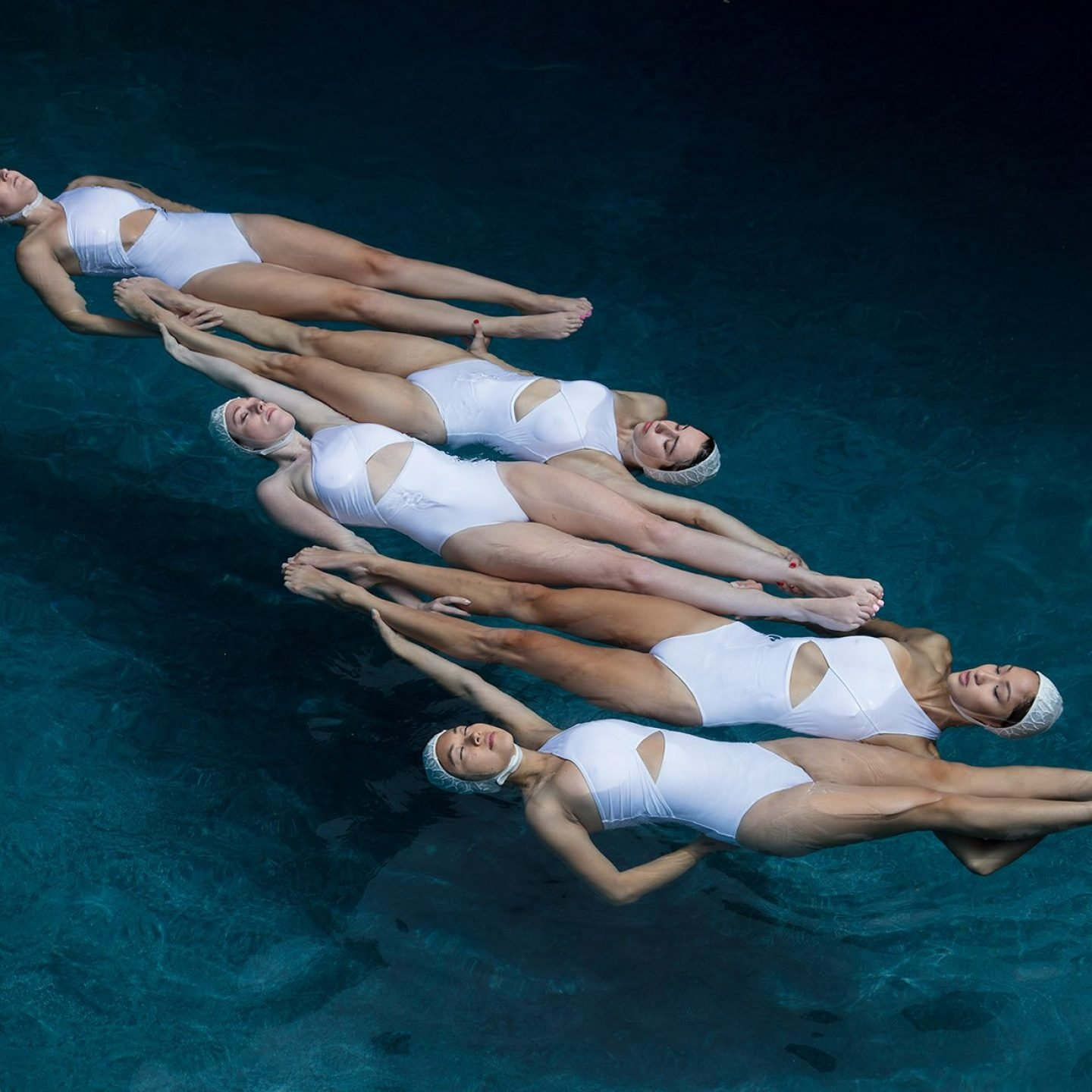 iGNANT_Photography_Emma_Hartvig_The_Swimmers_h