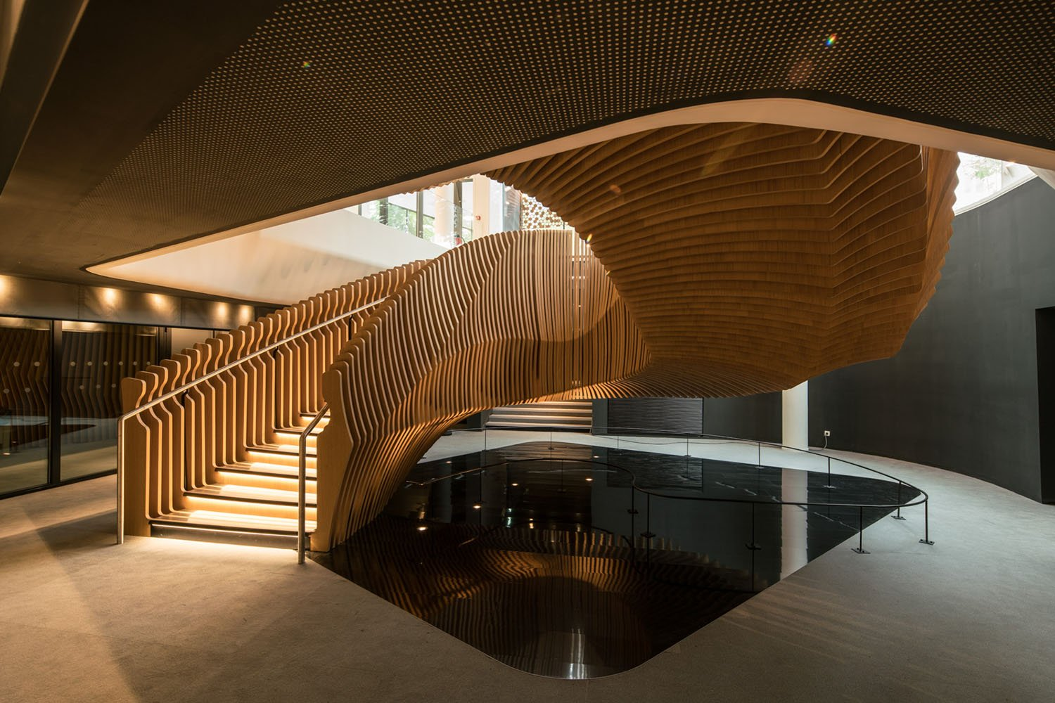 Ora Ito S Sculptural Staircase In Lvmh Office Ignant Com
