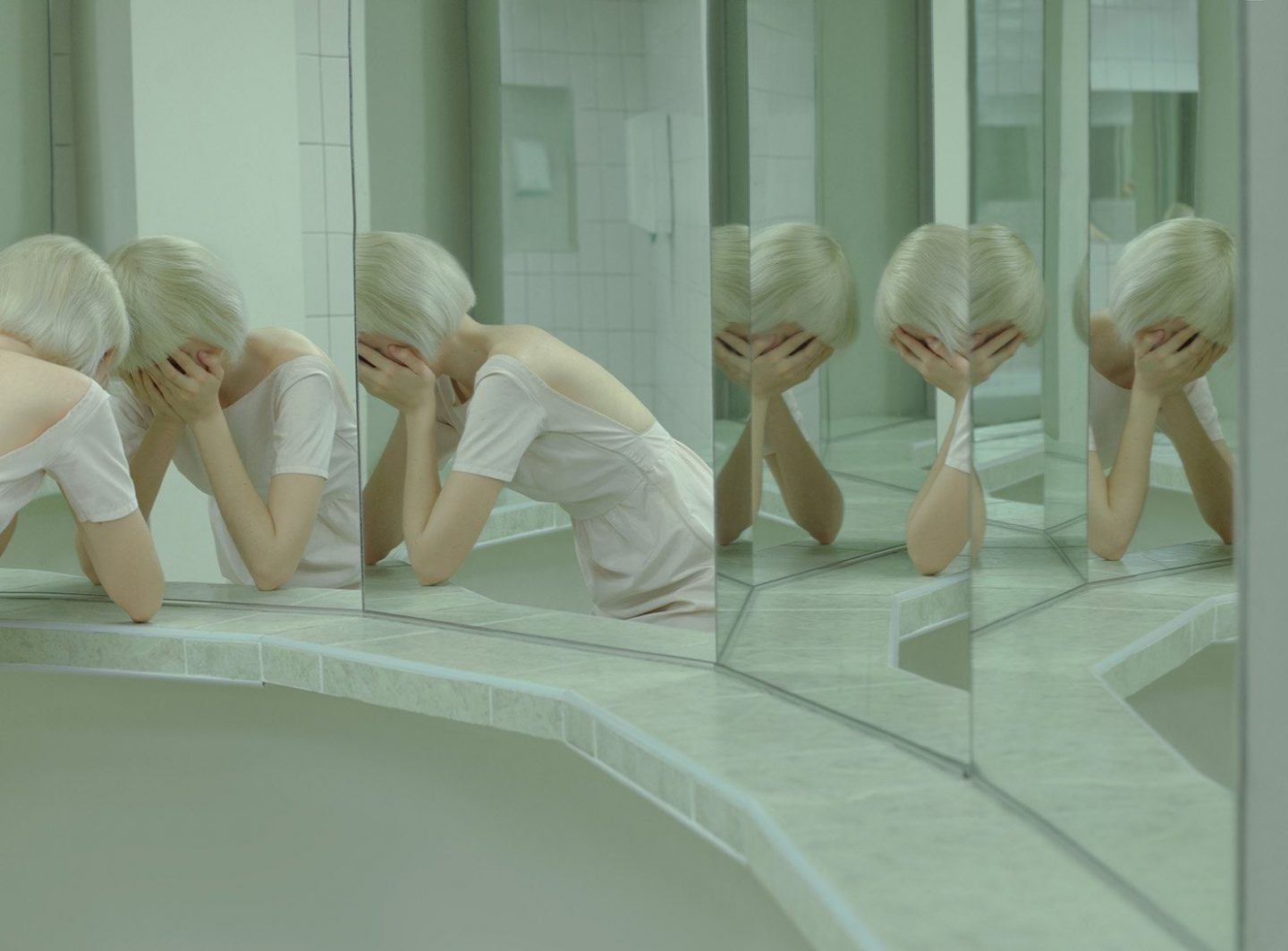 iGNANT_Art_Evelyn_Bencicova_Artificial_Tears_6