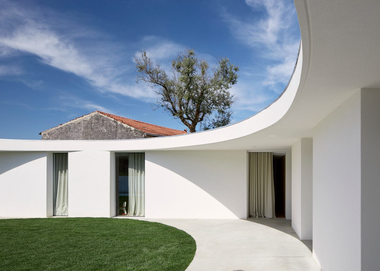 iGNANT-Architecture-Ansiao-House-Bruno-Dias-Arquitectura-3
