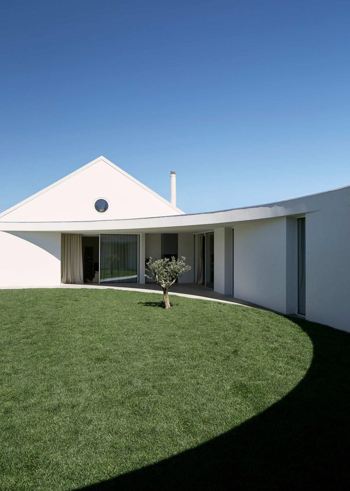 iGNANT-Architecture-Ansiao-House-Bruno-Dias-Arquitectura-6