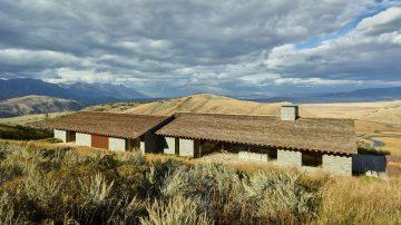 iGNANT-Architecture-McLean-Quinlan-Stone-House-001
