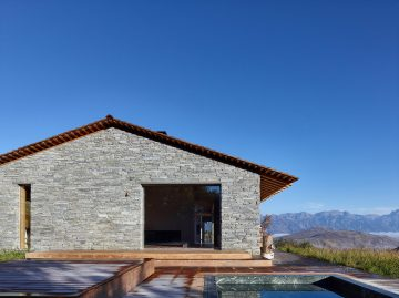 iGNANT-Architecture-McLean-Quinlan-Stone-House-004