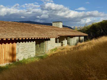 iGNANT-Architecture-McLean-Quinlan-Stone-House-011