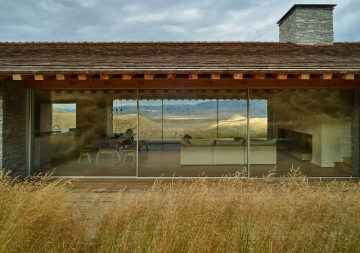 iGNANT-Architecture-McLean-Quinlan-Stone-House-012