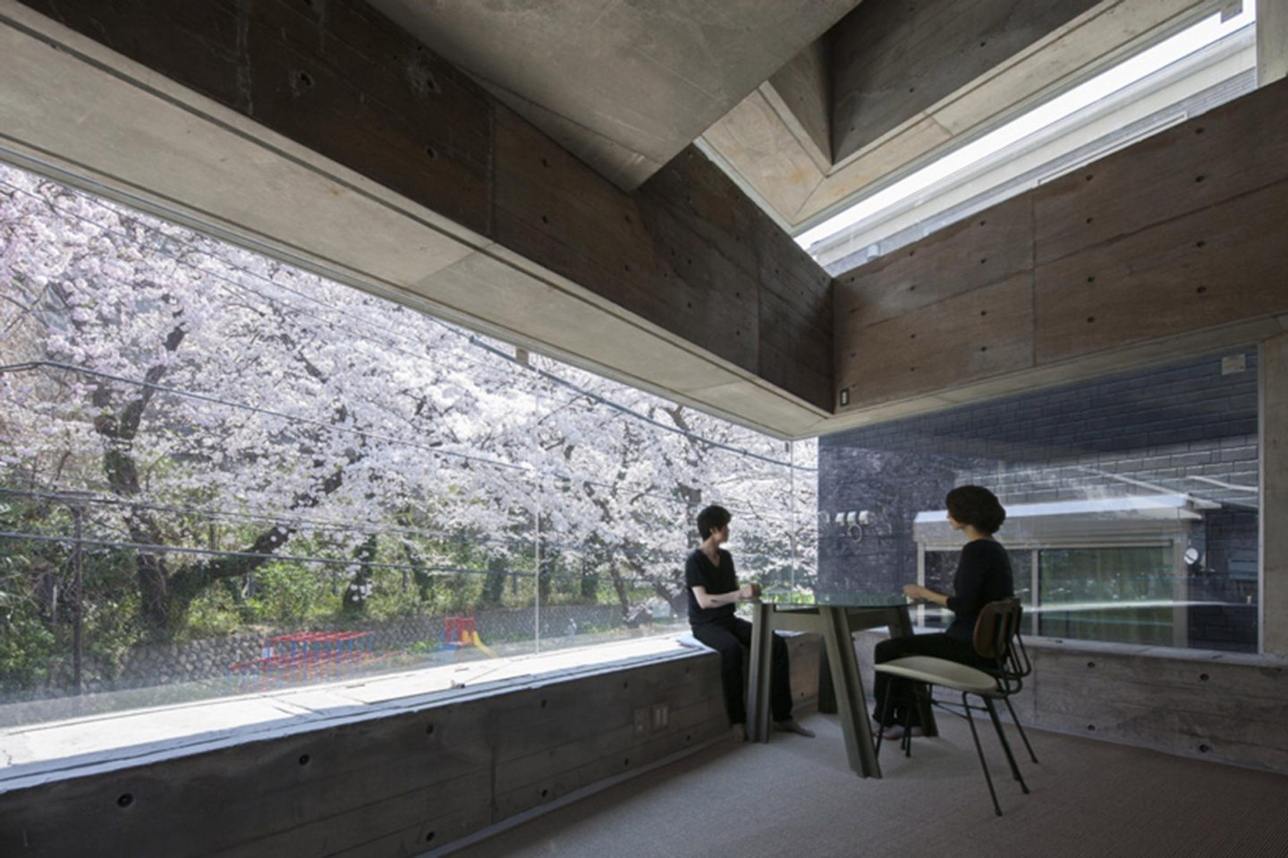 iGNANT-Architecture-Shinsuke-Fuji-Architects-Oriel-Window-House-Office-Japan-004