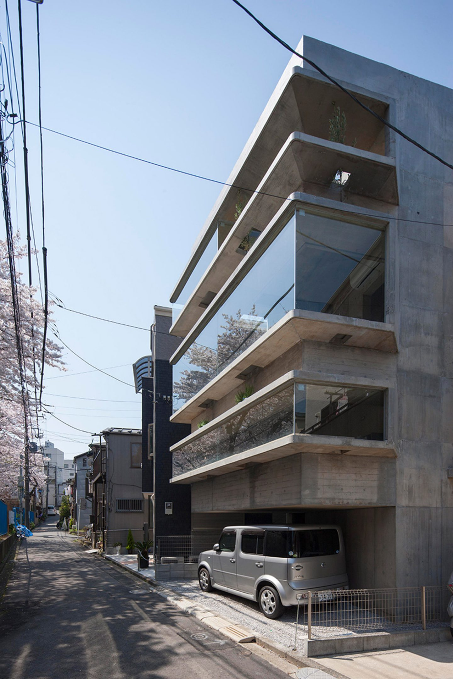 iGNANT-Architecture-Shinsuke-Fuji-Oriel-Window-House-Office-Japan-002