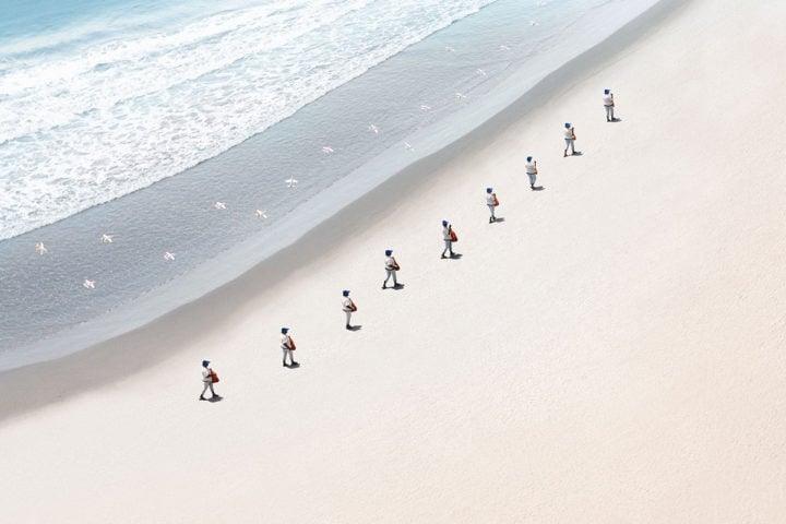 iGNANT-Art-Felipe-Bedoya-Walkers-6