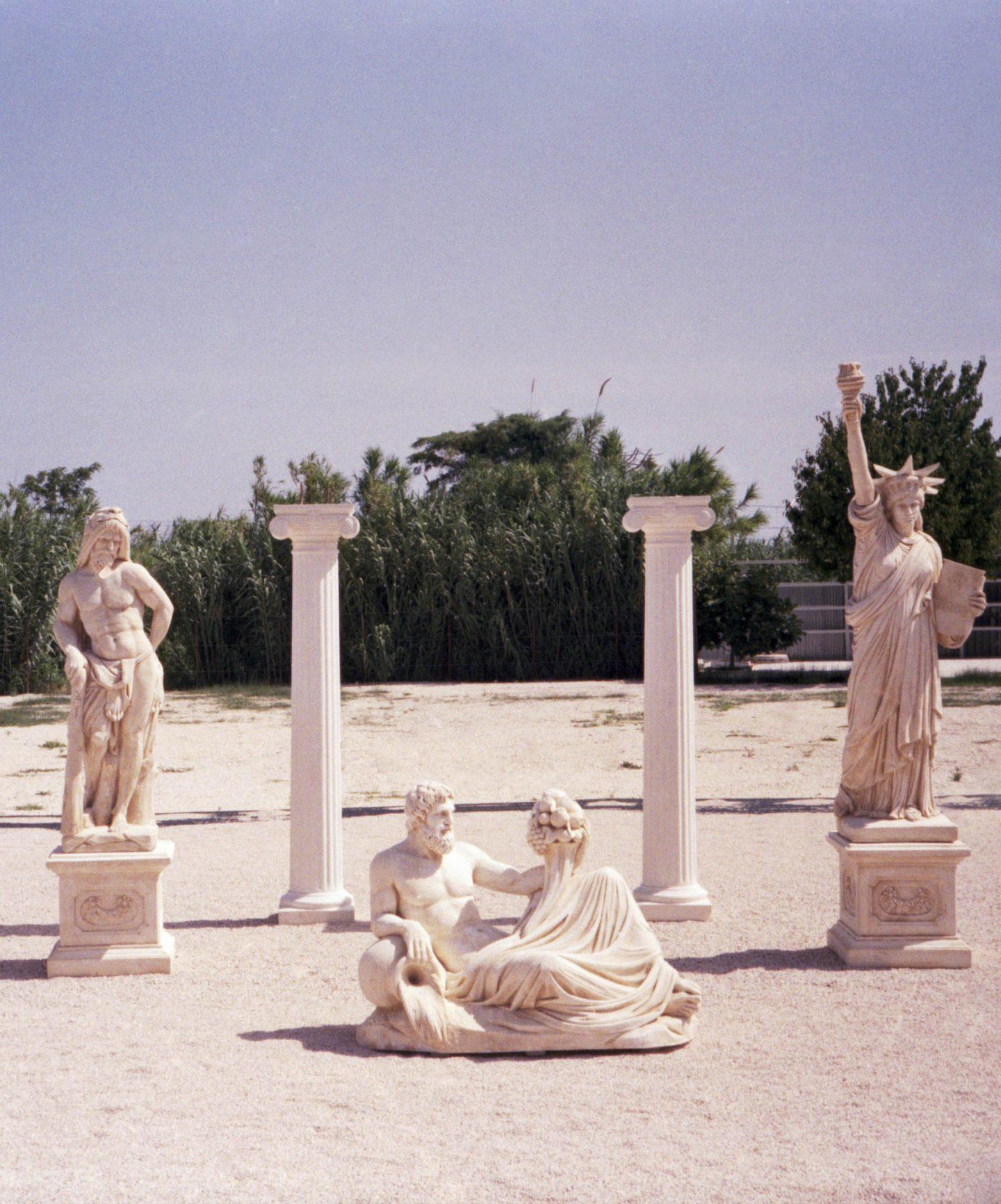 iGNANT-Stefan-Giftthaler-Statues-04