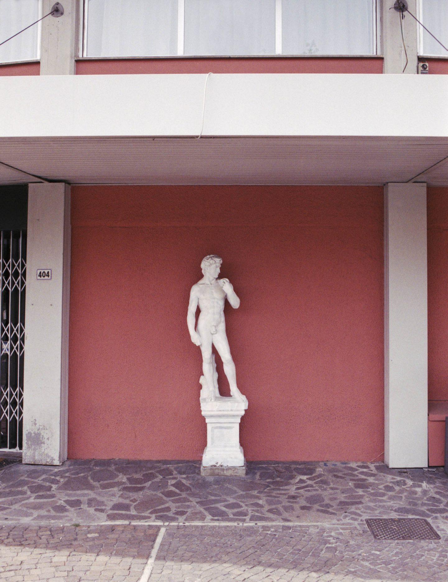 iGNANT-Stefan-Giftthaler-Statues-14
