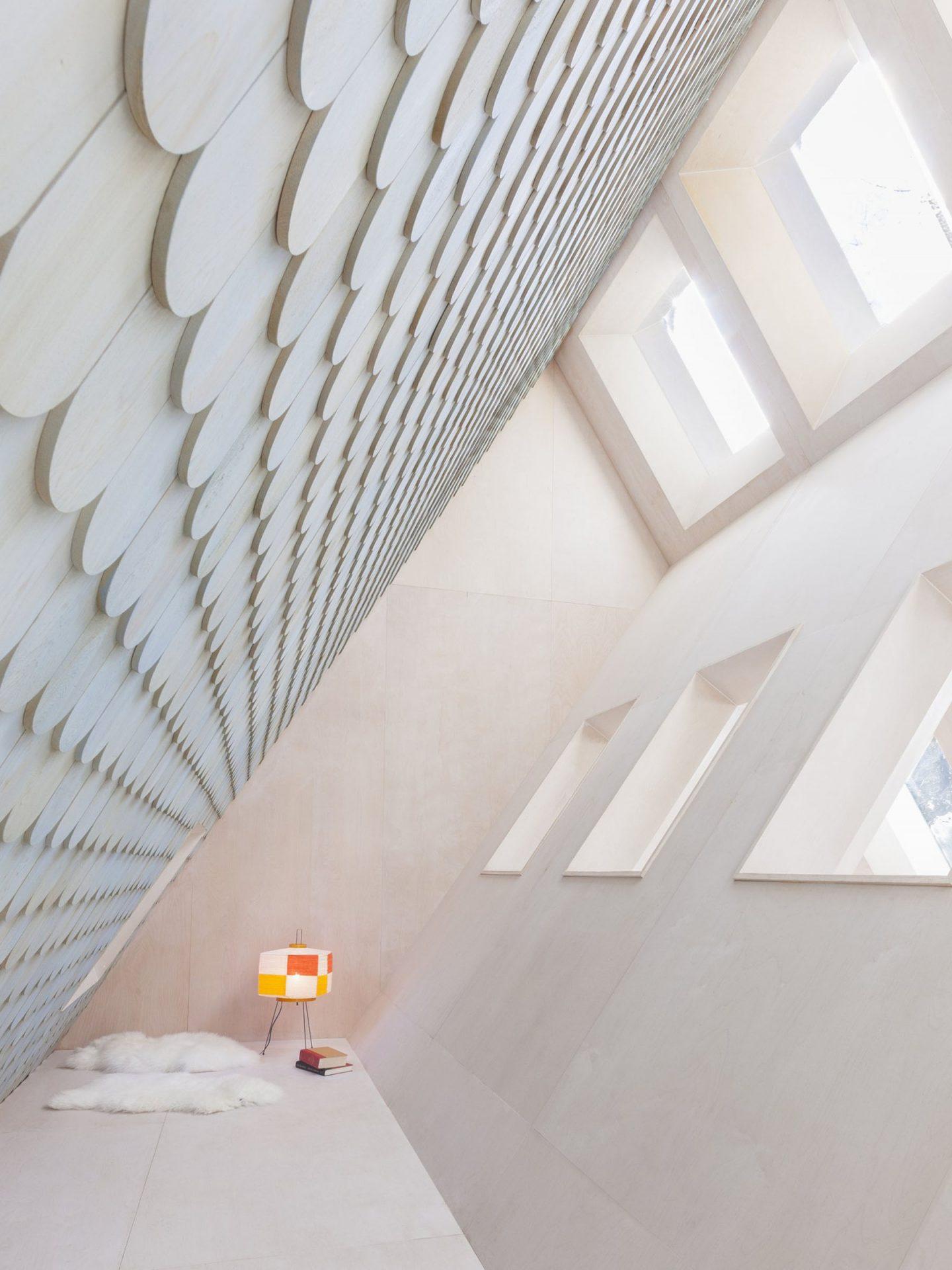 iGNANT-Architecture-UUfie-The-Lake-Cottage-06